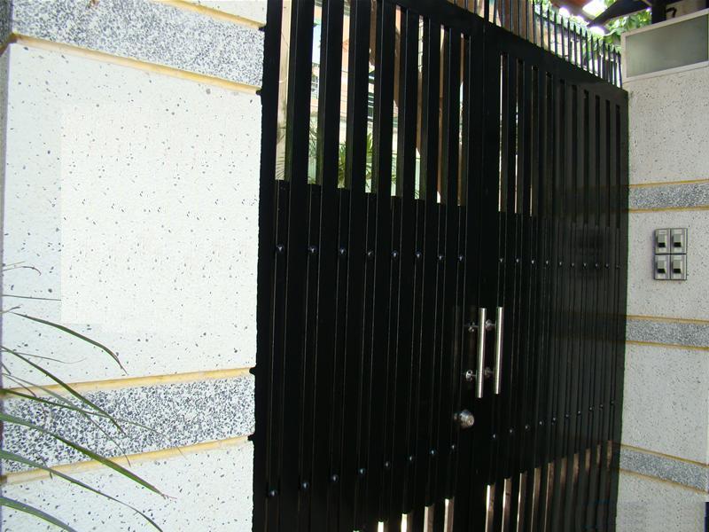 cổng chính của căn nhà